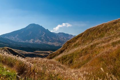 秋のミルクロードから見る阿蘇五岳