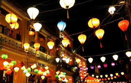 世界遺産の古都、ホイアン(ベトナム)の名物、ランタンの明かり