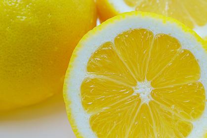 カットされたレモン