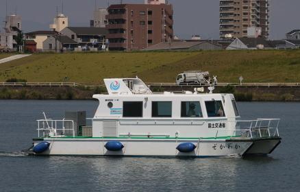 国土交通省の監視船(2010年国土交通省淀川水防訓練)