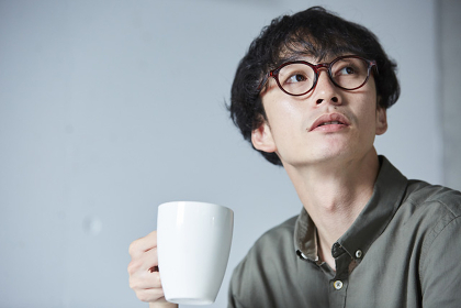 コーヒータイムの日本人男性