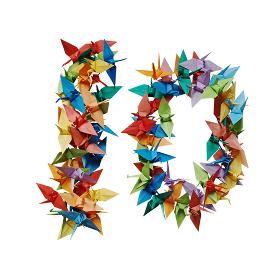 白バックに折り紙の鶴で作った数字の10