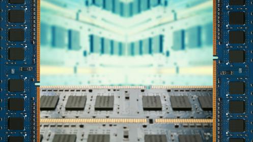 デスクトップパソコン用増設メモリで囲んだフレーム。ボケた基板のコピースペース。8Kサイズ。