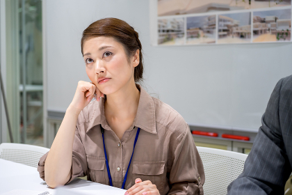 ビジネスイメージ(女性・退屈・疲れ)