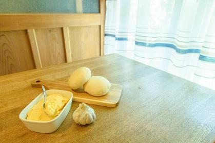 ガーリックバターがある朝食イメージ
