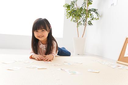 英語のお勉強をする子ども