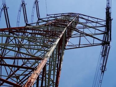 高電圧送電線鉄塔