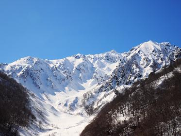 冬の谷川岳 山岳 水上町 トレッキング 雪景色 冬景色 アウトドア 百名山 積雪 豪雪 青空 快晴