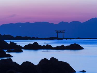 夕暮れの神奈川県森戸海岸の風景