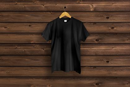 黒色のTシャツ 木目バック 5477