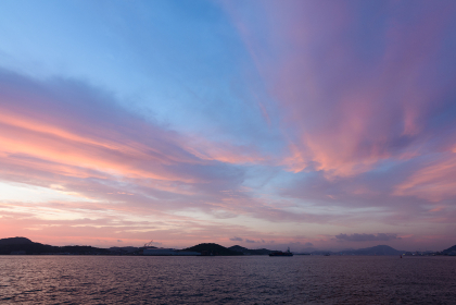 関門海峡の夕暮れ