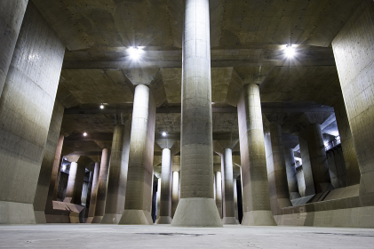 河川洪水防止ために造られた巨大な調圧水槽
