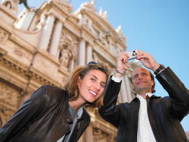 Couple in Venice, taking pictures