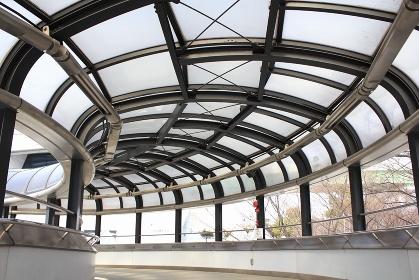 歩道橋の採光屋根