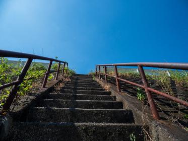 夏の青空と階段 8月