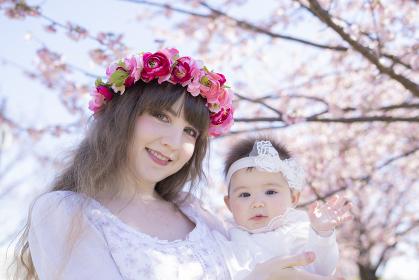 桜の木下での親子ポートレート