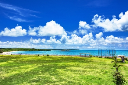 沖縄県・小浜島 夏の野球場の風景