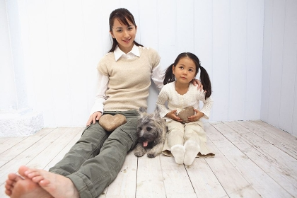 母子と犬のポートレート