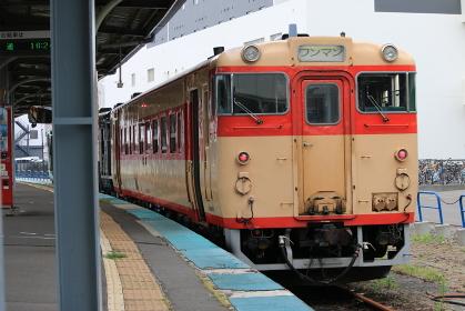 道南いさりび鉄道函館駅キハ40 日本国有鉄道急行色