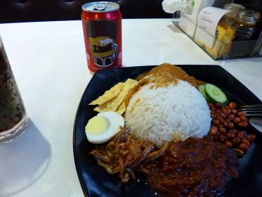 マレーシアの定番ごはん「ナシレマ」