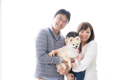犬を飼う家族