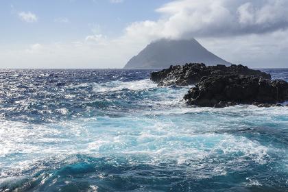 南原千畳敷から見る八丈小島