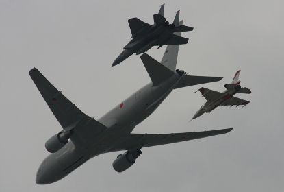 航空自衛隊のKC-767 異機種編隊飛行(2010小牧基地航空祭)