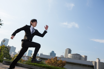 ビジネスマン 跳ぶ