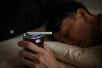 寝たばこ イメージ