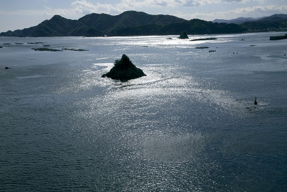 小島と光る海