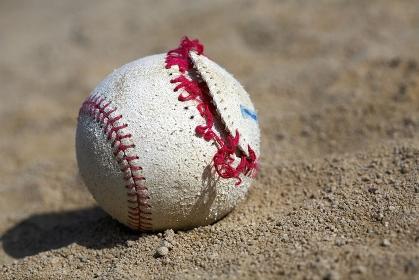 壊れた野球ボール