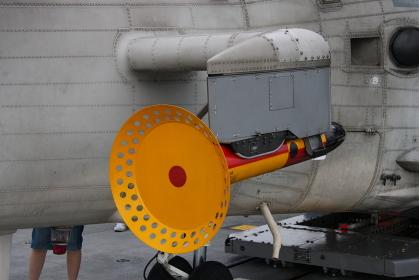 SH-60Jヘリコプターの、磁気探知装置(MAD)