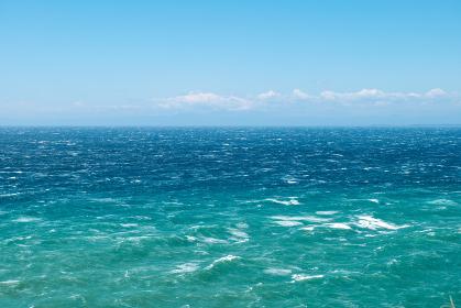 初夏の青空と東京湾の青い海 千葉県大房岬 5月