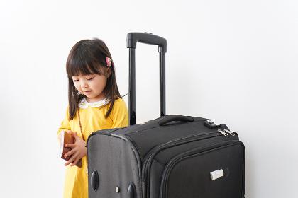 海外旅行に行く子ども