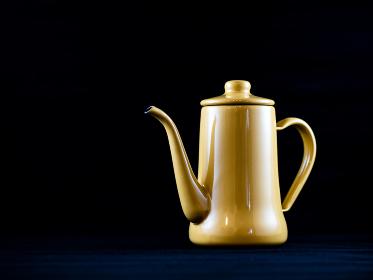 黄色いコーヒーポット