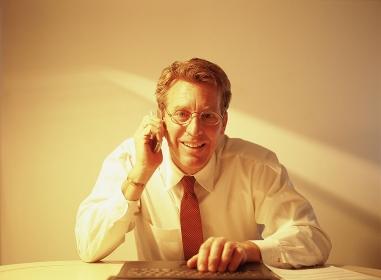 眼鏡をかけたビジネスマン