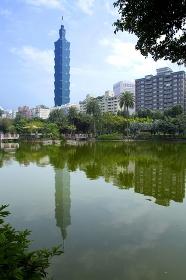 中山公園の翠湖と台北101 台湾