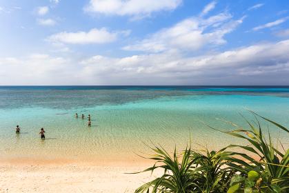 日本最南端、沖縄県波照間島・3月のニシ浜