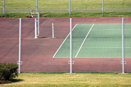 淀川の河川敷公園のテニスコート