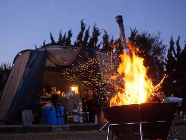 キャンプでの焚き火