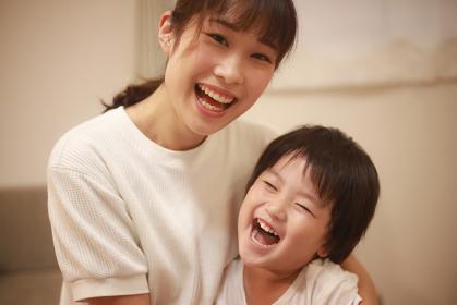 笑顔の親子