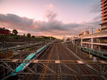 東京、日暮里の陸橋からの鉄道風景