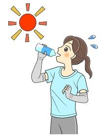 屋外で水分補給するTシャツの若い女性