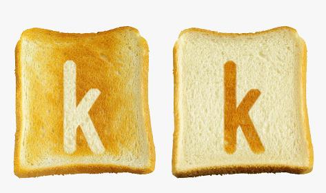食パンに焼印風のアルファベットの小文字のk
