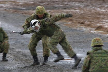 テロリストの制圧訓練展示(2011年陸自・福知山(兵庫県)駐屯地祭)