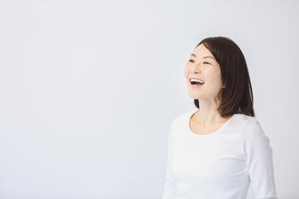 笑顔の40代日本人女性