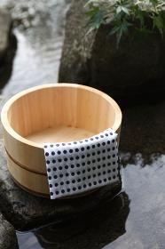 桶と日本タオル