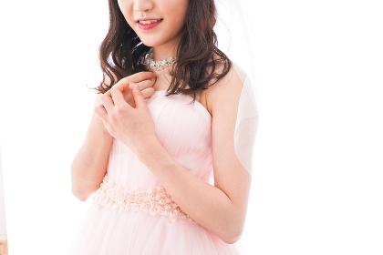 ピンクのドレスを着た花嫁
