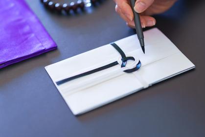 香典袋 筆ペンで書く 【葬儀のイメージ】