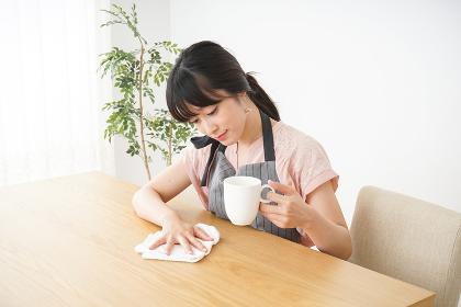 笑顔のカフェスタッフ
